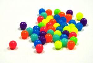 Korálky v neonových barvách 8 mm, 50 ks, mix barev