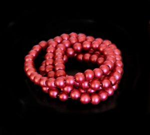 Voskované perle 8 mm, 106 ks, matná červená